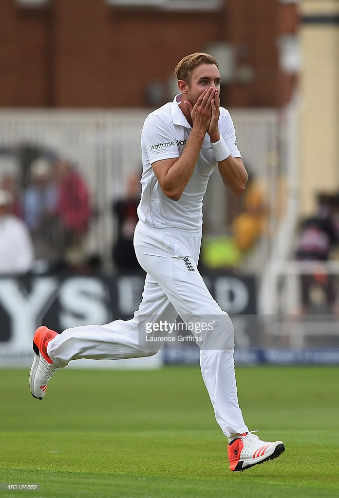 CAN'T BELIEVE IT - Stuart Broad takes 8 wickets for England on dominant first day