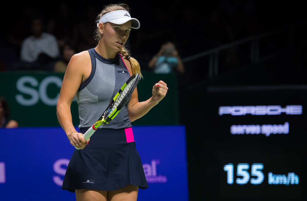 Wozniacki beats Halep, reaches semifinals at WTA Finals
