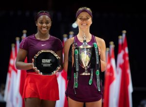 Elina Svitolina (r) and Sloane Stephens (l) pose with the trophies after the WTA Finals, Singapore 2018