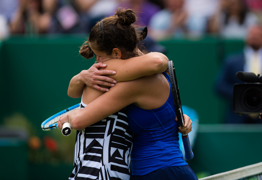 Ashleigh Barty (l) and Julia Goerges (r) after the final of the Nature Valley Classic, Birmingham 2019